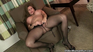 American milfs sheila and lacy acquire turned on by hose