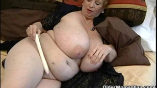 Fat granny dagny with her large love muffins plays with sextoy