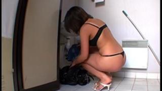 Elle se fait enculer sur son lieu de travail !!! french dilettante