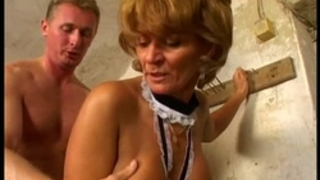 Old wife enjoys getting drilled from behind vecchia signora gode scopata dietro