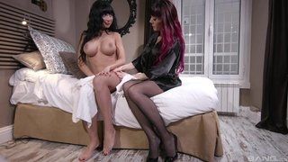 Hot mature lesbians are having fun in gangbang ffm sex hardcore act with cumshot