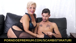 Scambisti maturi - hardcore booty fucking with italian golden-haired granny shadow