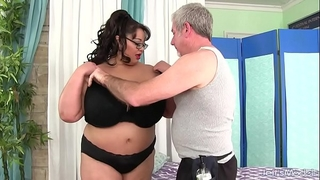 Giant boobed oriental bbw miss lingling acquires a sex massage